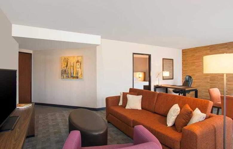 Sheraton Suites Santa Fe - Room - 22