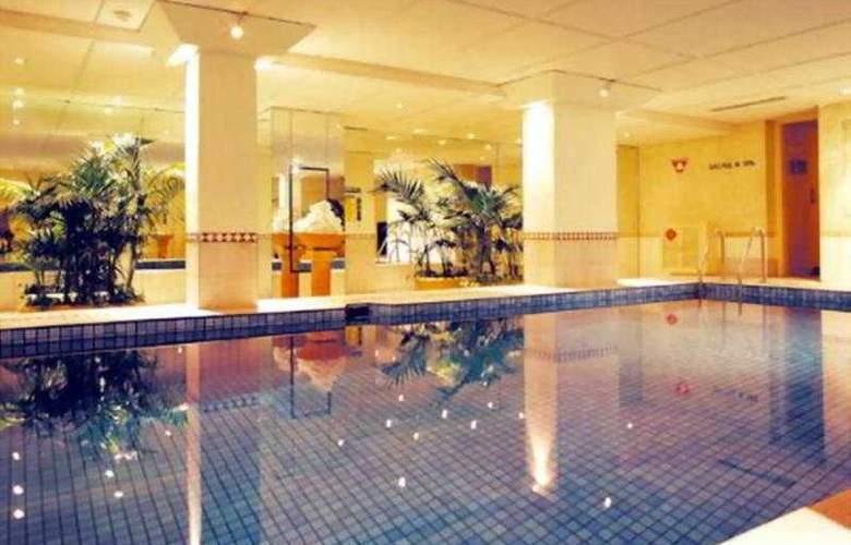 Holiday Inn City Centre Perth - Pool - 3