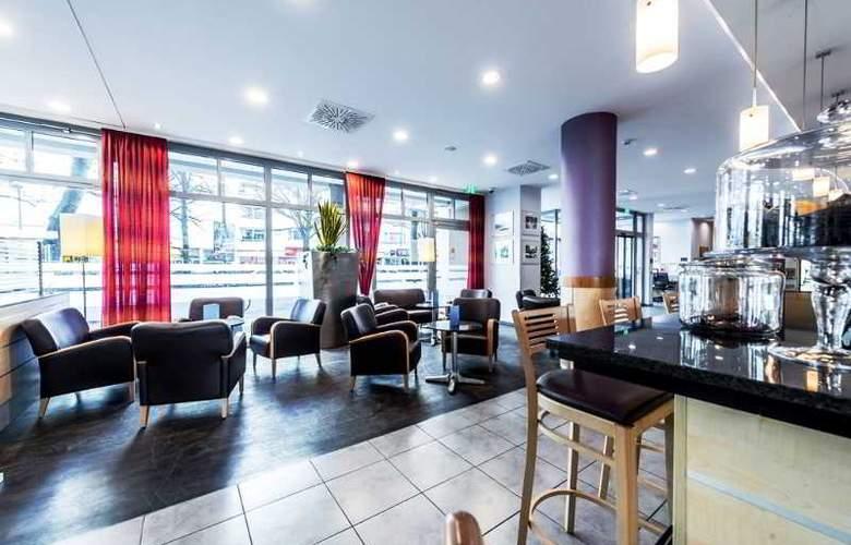 Holiday Inn Express Berlin City Centre - Bar - 19