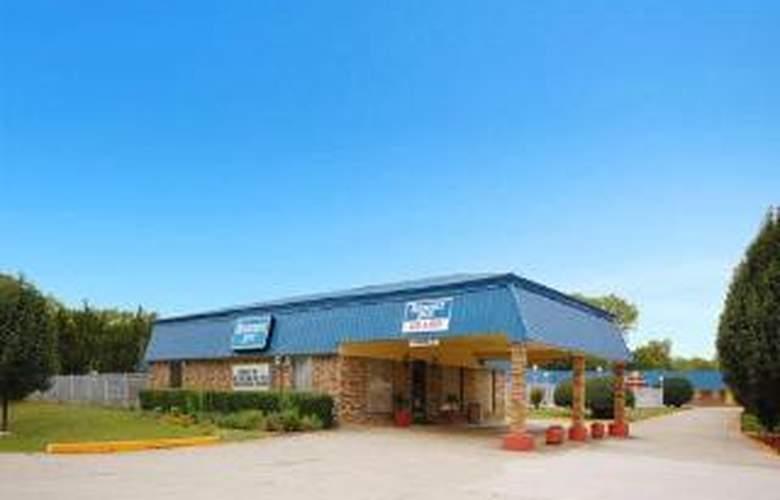 Rodeway Inn Gainesville I-35 - Hotel - 0