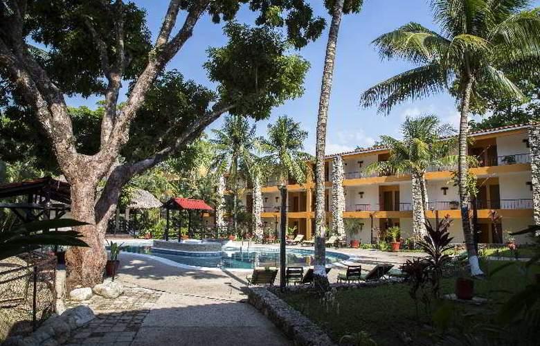 Plaza Palenque - Pool - 8