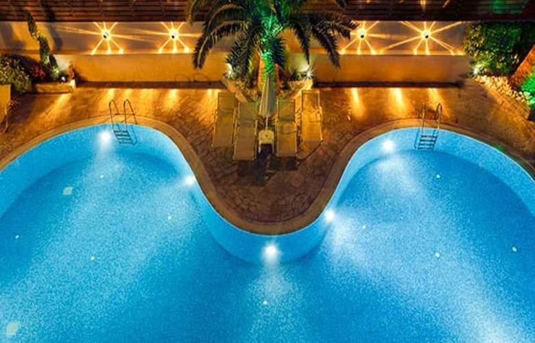 Axos Apts - Pool - 8