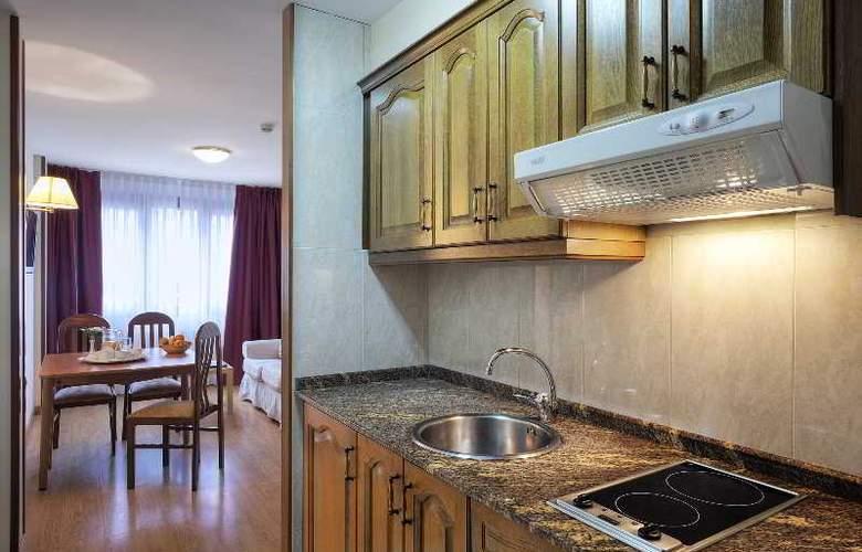 Arias Apartamentos (Anexo) - Room - 0