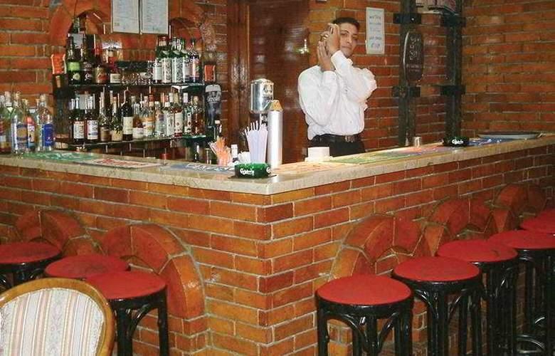 St Joseph - Bar - 3