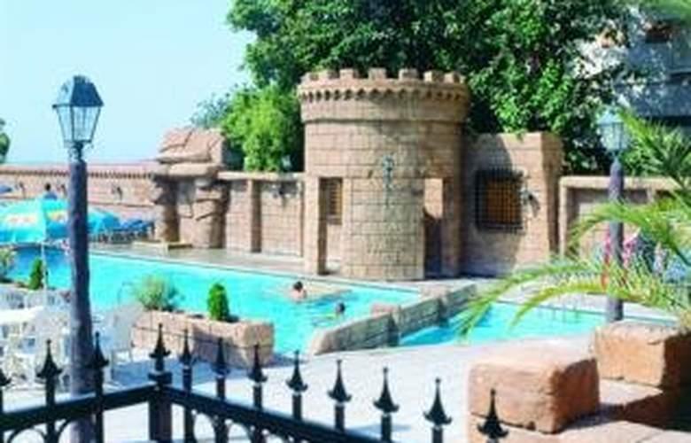 Crusader Beach Hotel - Pool - 4