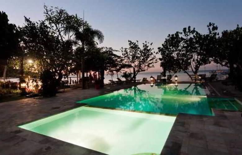 Adi Assri Beach Cottages Singaraja - Pool - 20