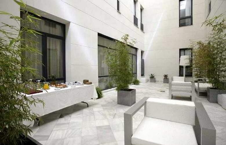 Petit Palace Marques Santa Ana - Terrace - 20