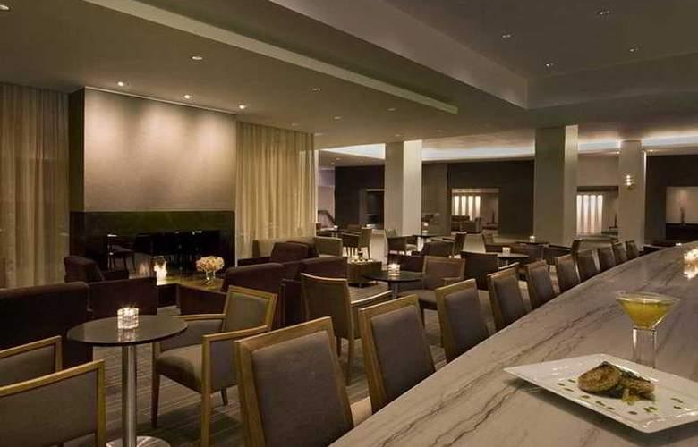 Hilton Toronto Airport Hotel & Suit - Bar - 7
