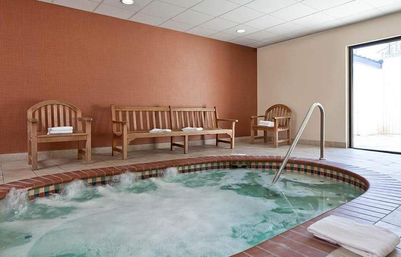 Best Western Loyal Inn - Pool - 34