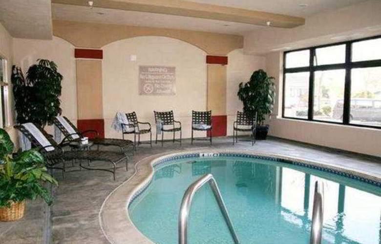 Hampton Inn Santa Cruz - Pool - 2