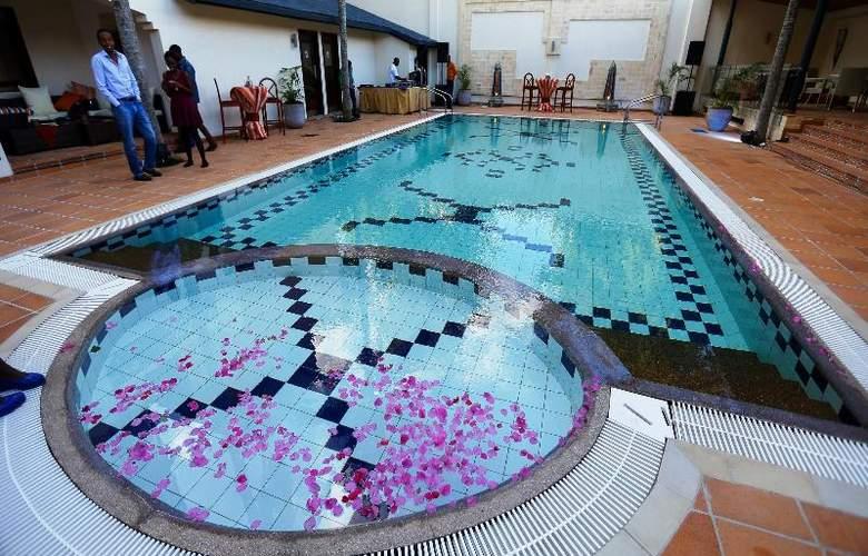 The Heron Portico - Pool - 26