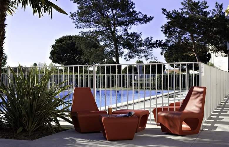 Best Western Bordeaux Aeroport - Pool - 69