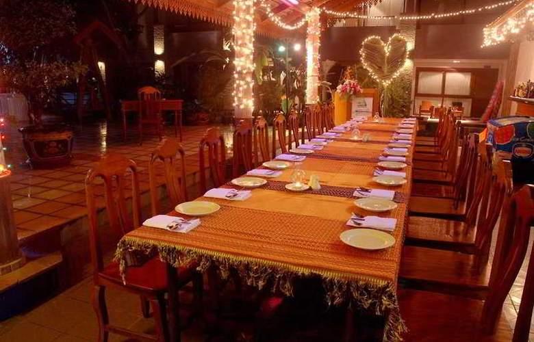 Weekender Resort - Restaurant - 11