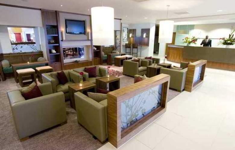 Hilton Garden Inn Luton North - Hotel - 2