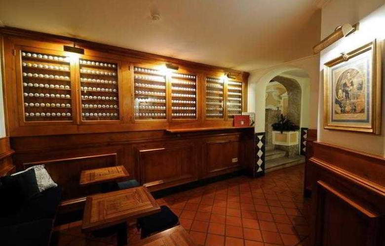 Lawrence's - Bar - 17
