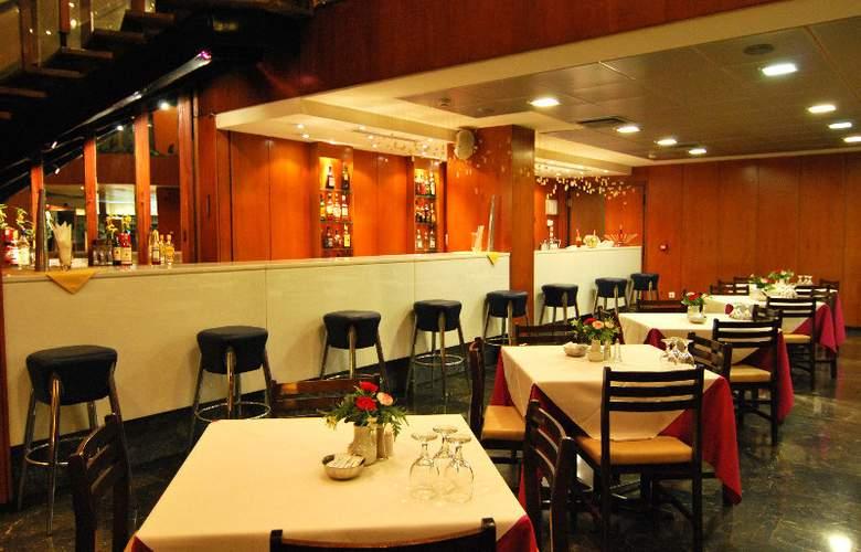 Iniohos Hotel - Bar - 8