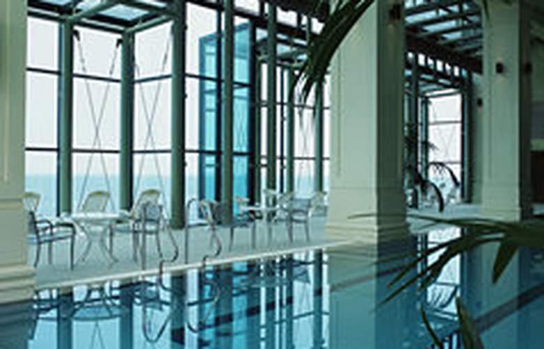 Ramada Plaza Jeju - Pool - 3