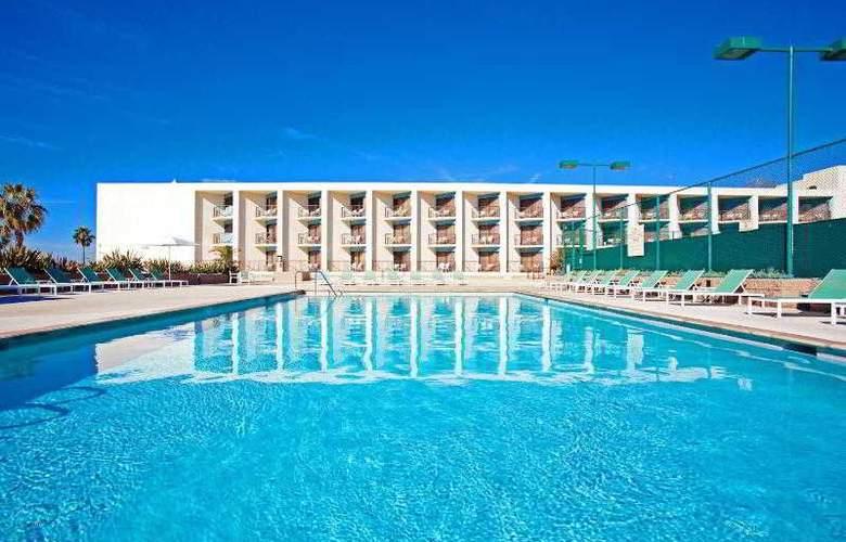 Crowne Plaza Redondo Beach - Pool - 29