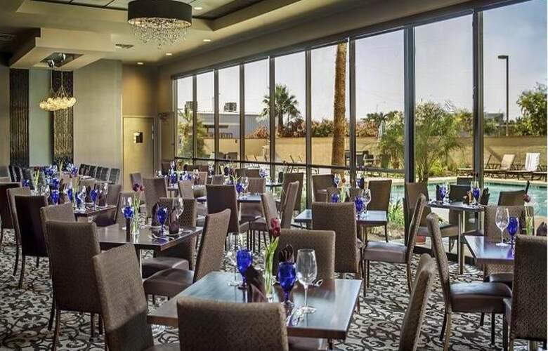 Crowne Plaza Phoenix Airport - Restaurant - 32