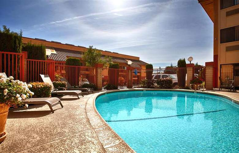 Best Western Plus Inn Of Hayward - Pool - 15