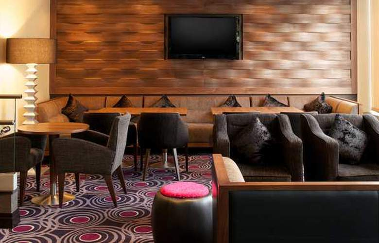 Doubletree by Hilton London Victoria - Bar - 8