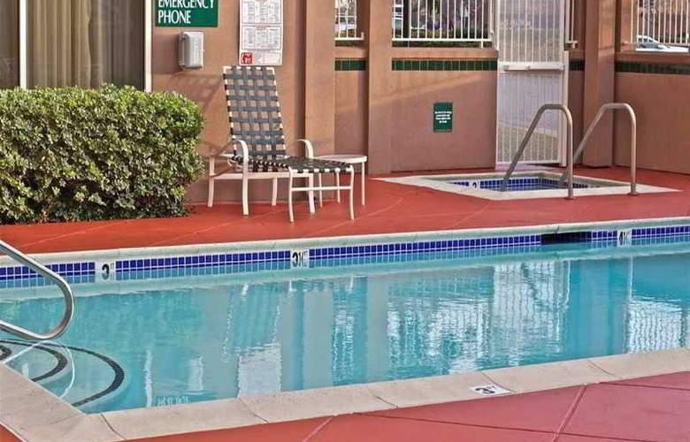 Hilton Garden Inn San Mateo - Pool - 9