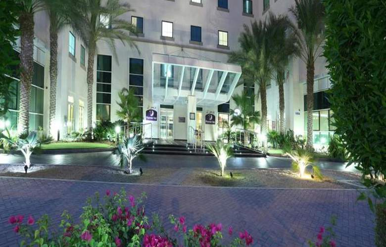 Premier Inn Dubai Investments Park - Hotel - 8