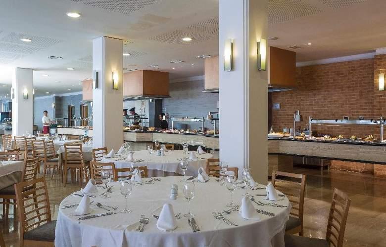 Grand Palladium Palace Ibiza Resort & Spa - Restaurant - 32