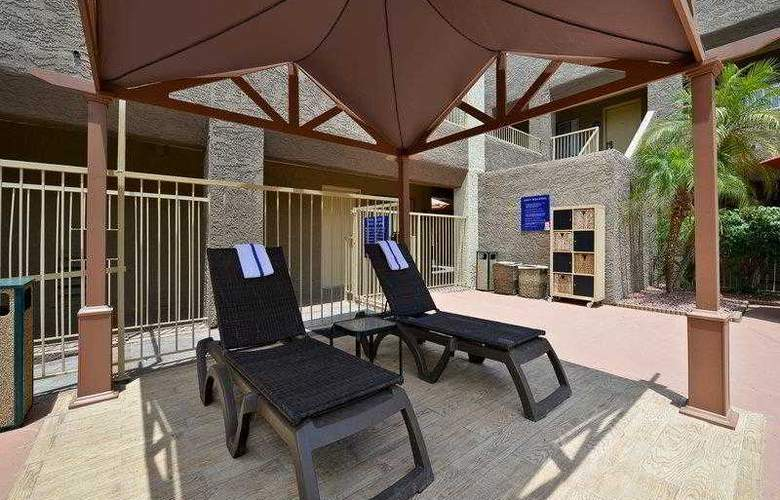 Best Western Plus Inn Suites Yuma Mall - Hotel - 18