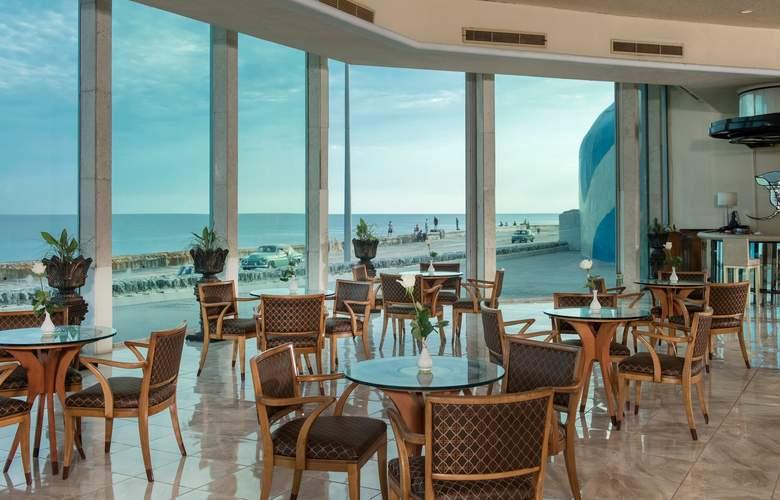 Habana Riviera by Iberostar - Bar - 17