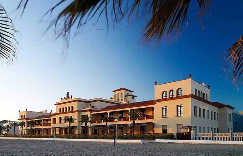 Le Meridien Ra Beach Hotel & Spa - General - 1