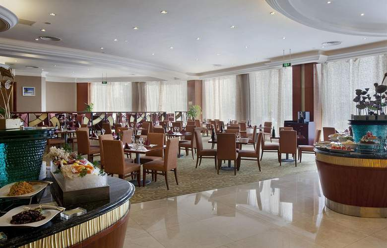 Crowne Plaza - Restaurant - 17