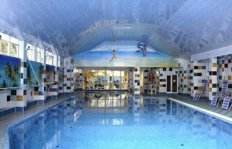Bristol - Pool - 4