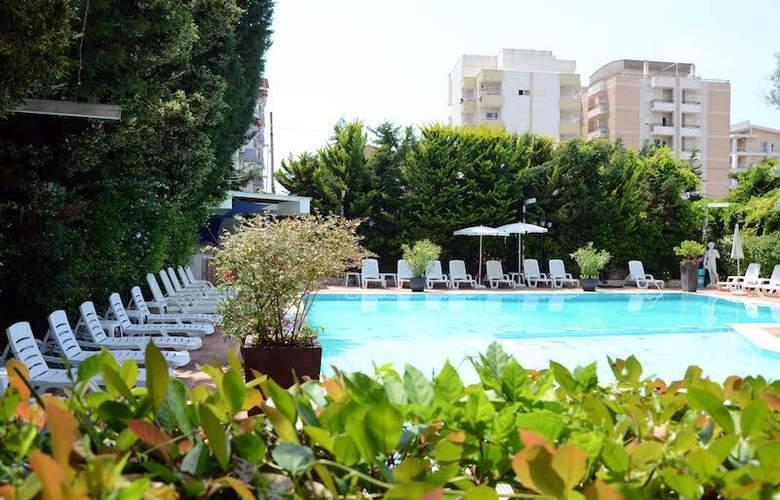 Vila Belvedere - Pool - 3