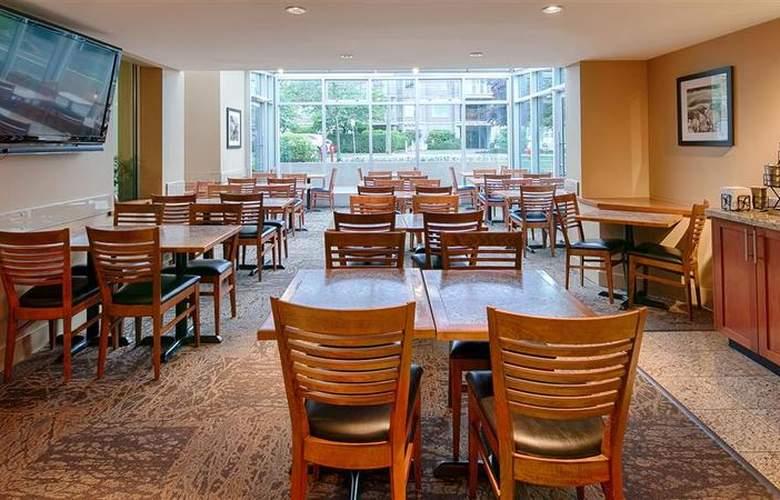 Best Western Plus Inner Harbour - Restaurant - 64