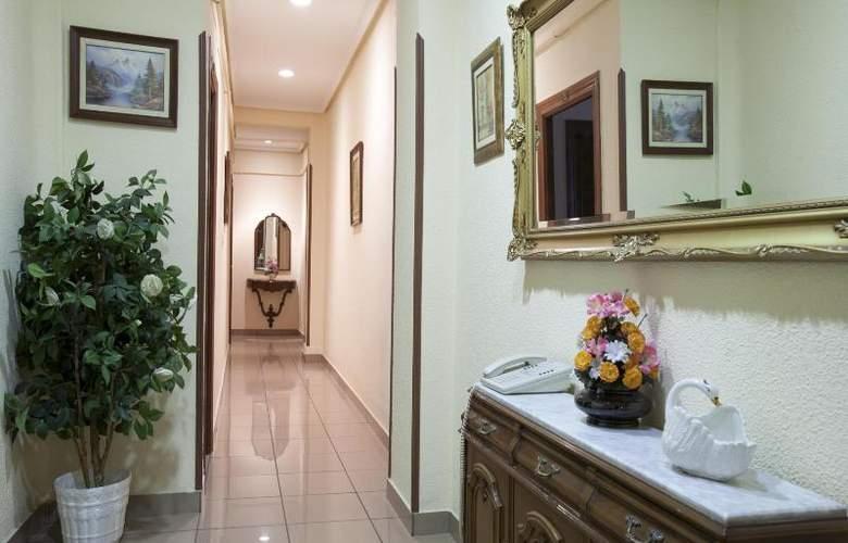 Hostal Maria Luisa - Hotel - 3