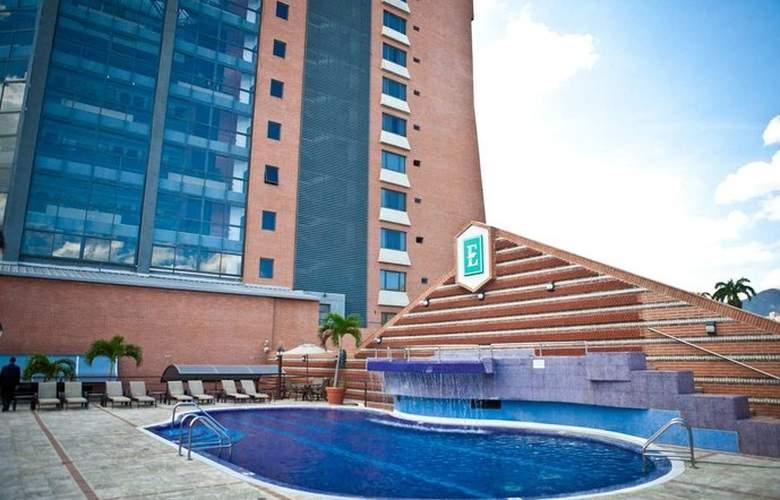 Embassy Suites Valencia - Pool - 3