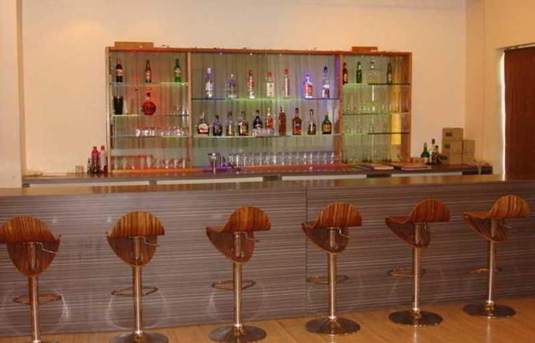 Orritel Hotel and Service Apartments - Bar - 4