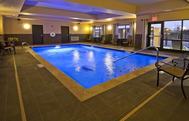 Best Western Tupelo Inn & Suites - Pool - 66
