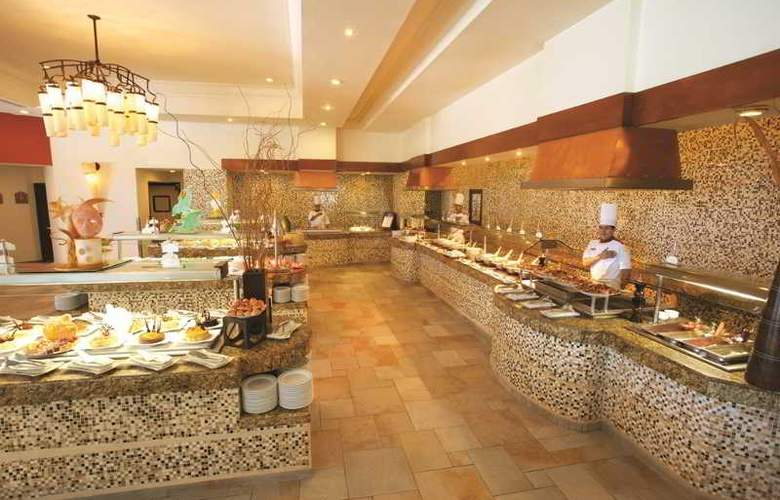 The Royal Playa del Carmen All Inclusive - Restaurant - 16