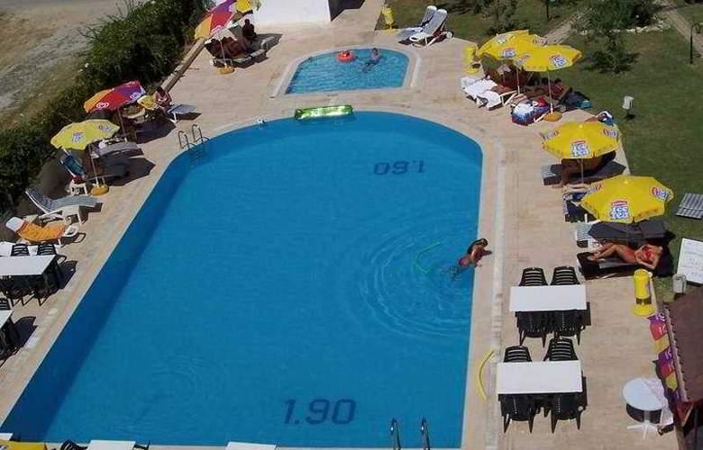 Side Center - Pool - 3