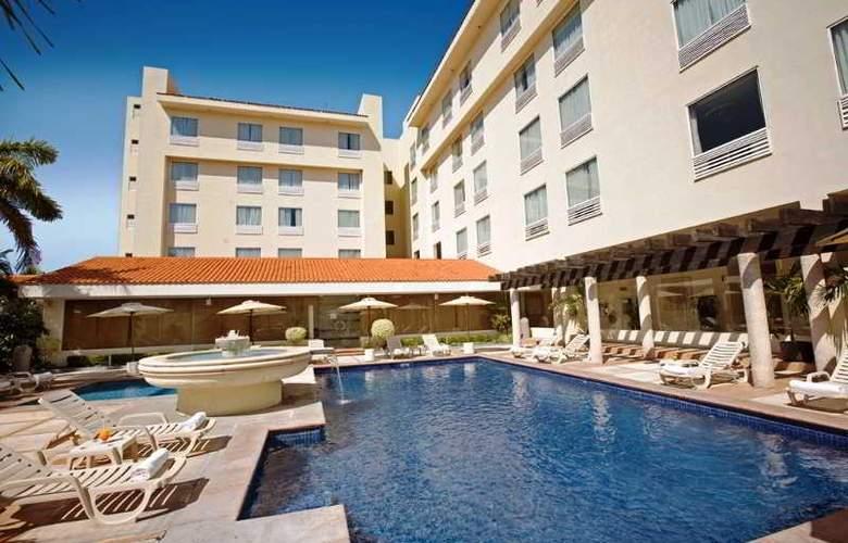 Fiesta Inn Ciudad del Carmen - Pool - 10