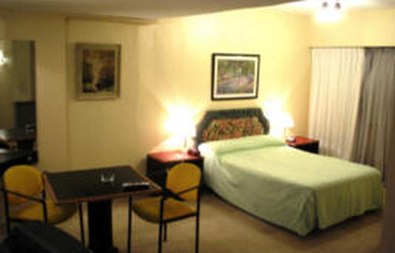 Embassy All Suites - Room - 1
