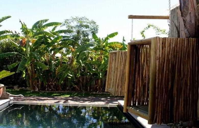 La Boheme Bed and Breakfast - Pool - 18