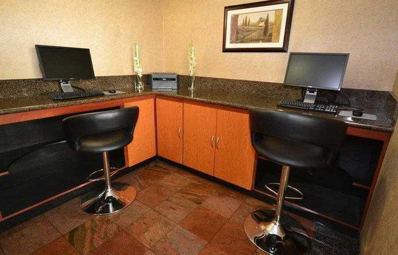 Best Western Plus Suites Hotel - Hotel - 25