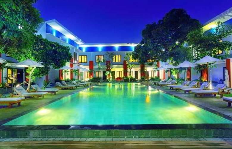 Odua Ozz Hotel Kuta - Pool - 14
