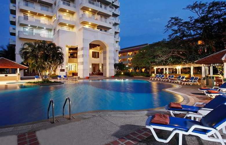 Waterfront Suites Phuket by Centara - Hotel - 4