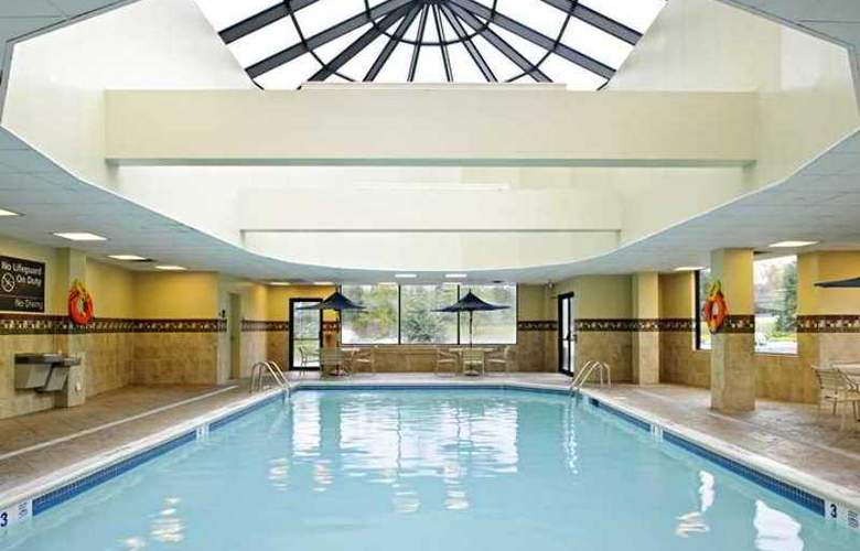 Hampton Inn Brookhaven Long Island - Pool - 9