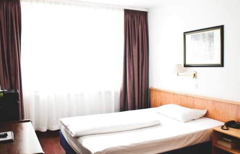 Batavia - Room - 6
