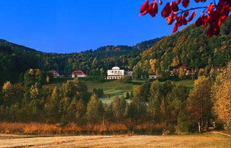 Sheraton Fuschlsee - Salzburg Hotel Jagdhof - Hotel - 3